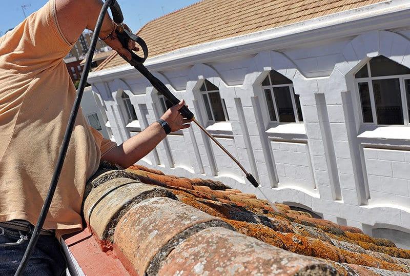 Warum soll ein Dach regelmäßig gewartet werden?